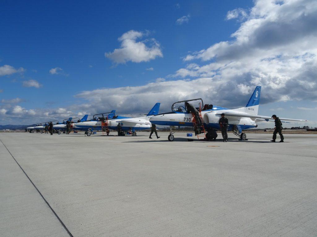整然と並ぶ美しい機体には日頃の整備と訓練の行き届いた高度さを感じさせられます。