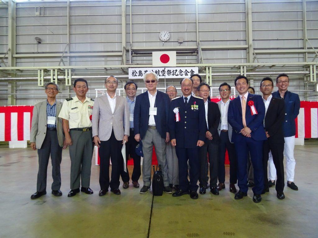 当会からは東京・栃木会員も含め10名近くの参加者が招待され、7年ぶりの航空祭を時藤司令、参列した東北方面総監部山根幕僚副長、来賓の宇部参議院議員らと祝した。