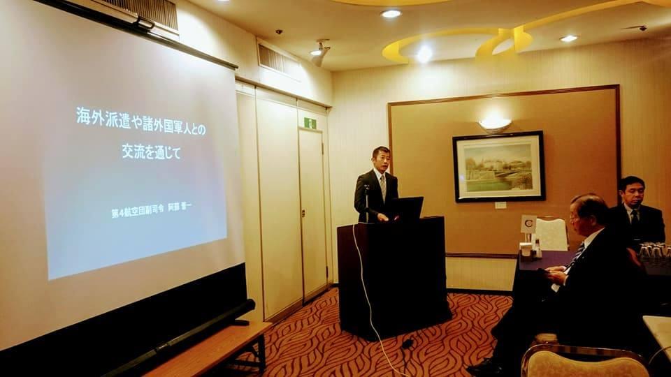 この日講師をお引き受け下さいました航空自衛隊松島基地阿蘇副司令。非常に多岐にわたる海外軍人との交流のお話を、時に真剣に、時に軽妙にお話賜り参加者からは時おり拍手や笑い声が飛び交い、終始にこやかな勉強会となりました。