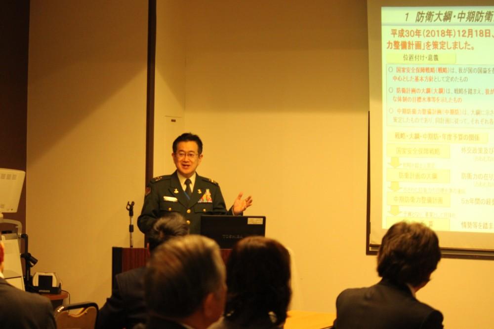 防衛大綱の重要性を豊かな海外経験を交えてお話しいただきました。