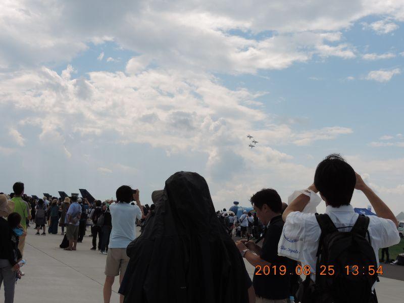 当日はたくさんのファンの方が鮮やかな訓練飛行・機動飛行を楽しみました